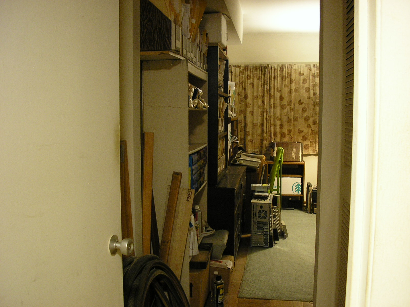 Pictures of Keith Lynch's old apartment